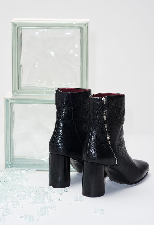 AVRILH19 : Chaussures couleur B001