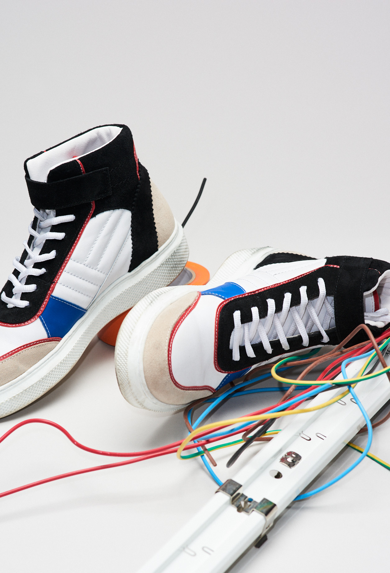 Hohe Sneakers aus 2 Materialien